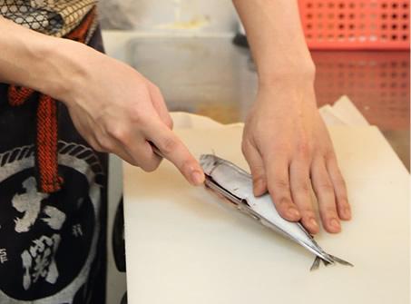 料理の技術に興味があった。魚ってどうやってさばくんだろう?